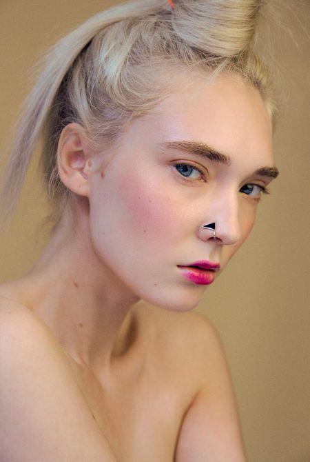 10 новых способов применить косметику иначе
